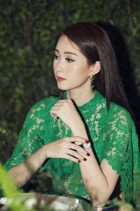 Hoa hau Dang Thu Thao dep ngan ngo o moi goc nhin - Anh 5
