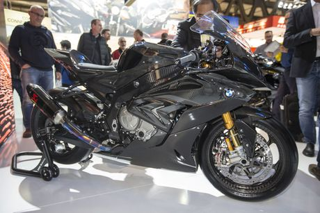 BMW mang sieu moto carbon HP4 dau voi Ducati Superleggera - Anh 3