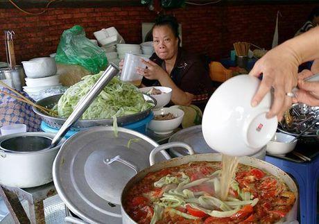 Vo chong Thu Phuong nem thu bun chui Ha Noi - Anh 6