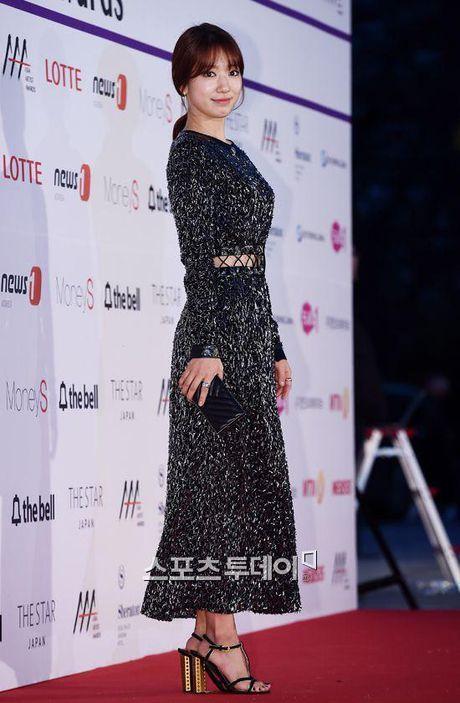 Mac vay bo khoe chan dai, Nana noi bat hon ca Park Shin Hye, Yoona, Suzy - Anh 15