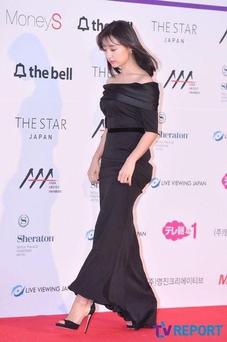 Mac vay bo khoe chan dai, Nana noi bat hon ca Park Shin Hye, Yoona, Suzy - Anh 18