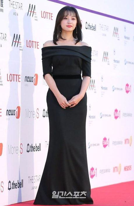 Mac vay bo khoe chan dai, Nana noi bat hon ca Park Shin Hye, Yoona, Suzy - Anh 19