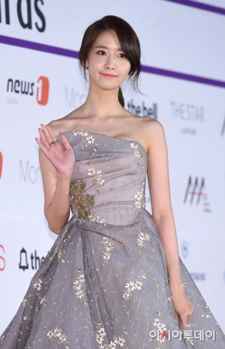 Mac vay bo khoe chan dai, Nana noi bat hon ca Park Shin Hye, Yoona, Suzy - Anh 9