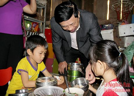 Chu tich UBND tinh kiem tra mo hinh kinh te tai 'cong troi' Muong Long - Anh 8