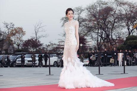Chi Pu long lay, khoe sac ben Park Shin Hye va Yoona trong hau truong Asia Artist Awards - Anh 2