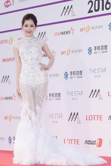 Chi Pu long lay, khoe sac ben Park Shin Hye va Yoona trong hau truong Asia Artist Awards - Anh 3