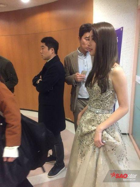 Chi Pu long lay, khoe sac ben Park Shin Hye va Yoona trong hau truong Asia Artist Awards - Anh 7