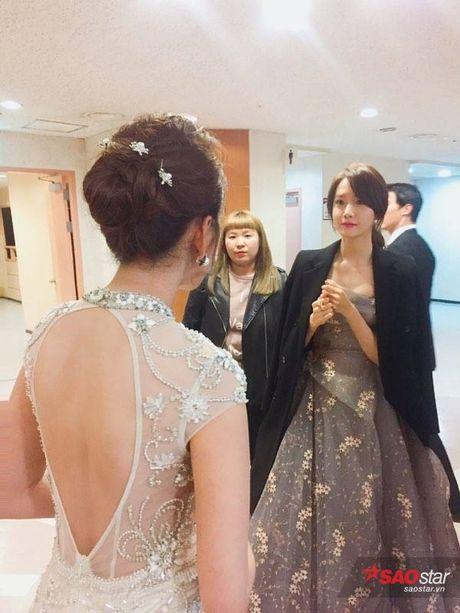 Chi Pu long lay, khoe sac ben Park Shin Hye va Yoona trong hau truong Asia Artist Awards - Anh 8