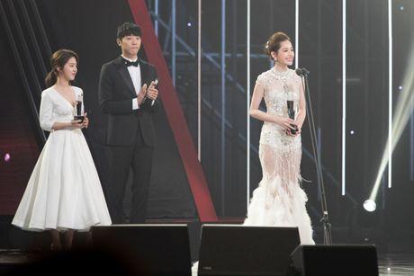 Chi Pu thang giai 'Ngoi sao trien vong chau A', tu tin phat bieu bang tieng Anh tai Asia Artist Awards 2016 - Anh 3