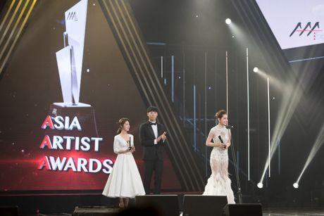 Chi Pu thang giai 'Ngoi sao trien vong chau A', tu tin phat bieu bang tieng Anh tai Asia Artist Awards 2016 - Anh 4