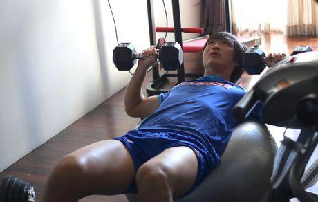 Tuan Anh giam minh trong phong gym tap hoi phuc - Anh 1
