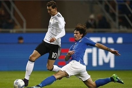 Italia bat phan thang bai voi Duc - Anh 1