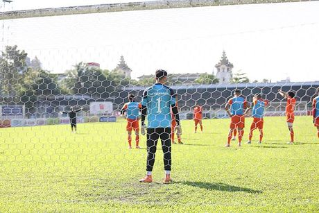 HLV Huu Thang bat ngo cho DTVN tap kin - Anh 1
