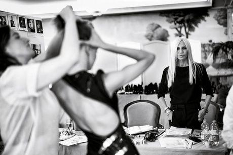 7 loi khuyen quan trong tu ba hoang de che Versace - Anh 1