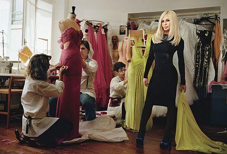 7 loi khuyen quan trong tu ba hoang de che Versace - Anh 9
