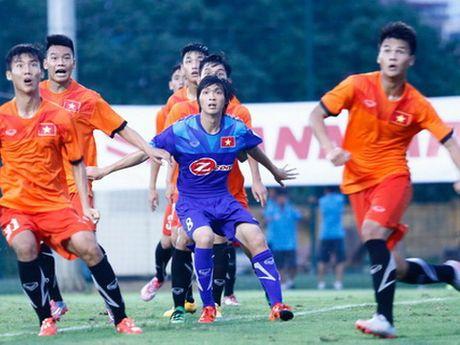 HLV Nguyen Huu Thang nin tho cho Tuan Anh - Anh 1