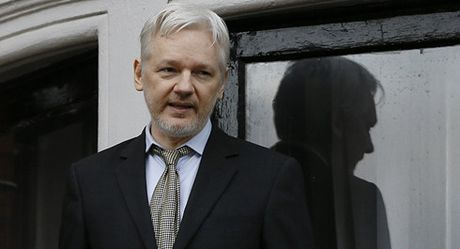 Ong chu WikiLeaks Assange co the 'keu cuu' den ong Trump - Anh 1
