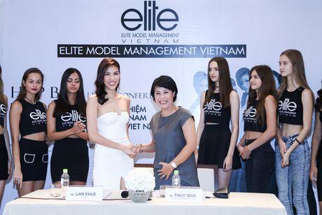 Ho Ngoc Ha mung Lan Khue len chuc CEO cua Elite phia Nam - Anh 2
