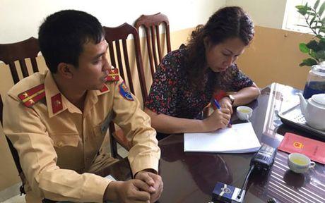 Canh sat giao thong Ha Noi tra lai xe SH cho nguoi dan - Anh 1