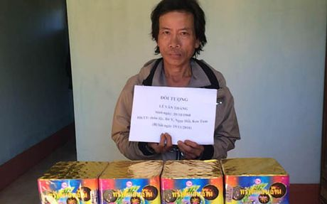 Bat qua tang doi tuong cong phao tu Lao ve Viet Nam  - Anh 1