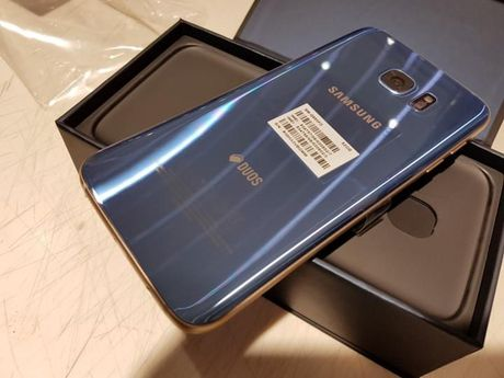 Dap hop Samsung Galaxy S7 Edge mau xanh san ho - Anh 9