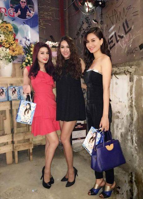 Choang voi ve dep phon thuc cua Phi Thanh Van sau sinh con - Anh 9