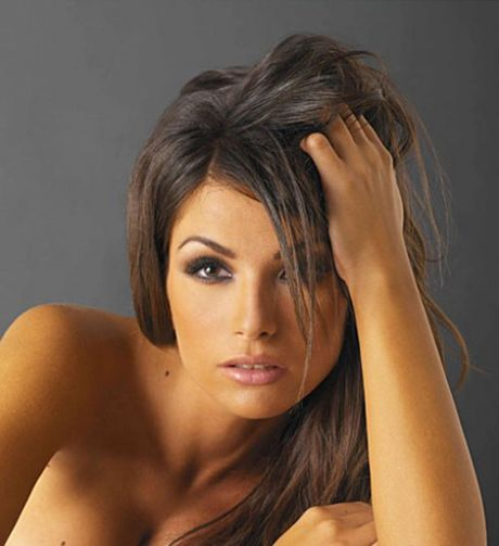 Alessia Ventura khoe duong cong nay lua - Anh 2