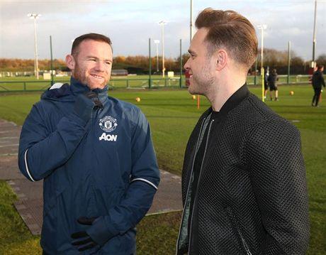 Mac Scandal, Rooney van vui ve tiep khach quy tai Man Utd - Anh 2