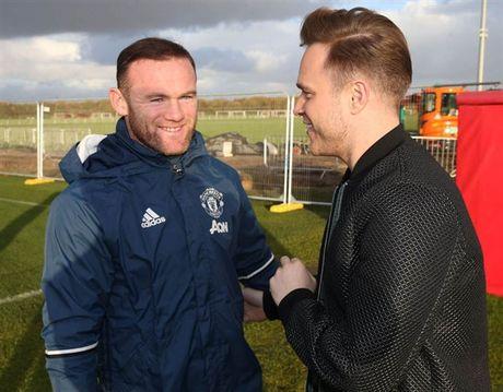 Mac Scandal, Rooney van vui ve tiep khach quy tai Man Utd - Anh 3