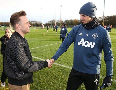 Mac Scandal, Rooney van vui ve tiep khach quy tai Man Utd - Anh 4