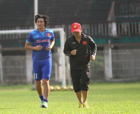 Tien ve Hoang Thinh: 'HLV Huu Thang da san sang len ke hoach thay the Tuan Anh' - Anh 2