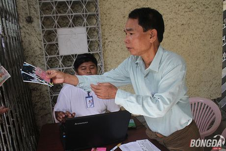 CDV nuoc chu nha do xo mua ve tran dau Myanmar gap DT Viet Nam - Anh 3