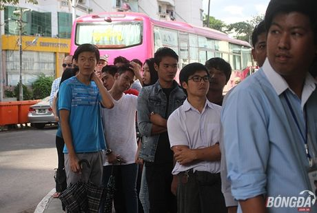 CDV nuoc chu nha do xo mua ve tran dau Myanmar gap DT Viet Nam - Anh 5
