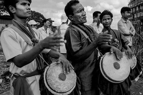 Tung bung le hoi nuoc Bon Om Touk hut du khach o Campuchia - Anh 10