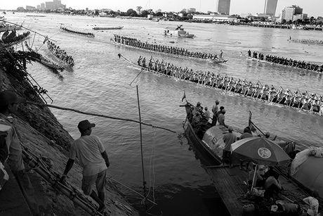 Tung bung le hoi nuoc Bon Om Touk hut du khach o Campuchia - Anh 3