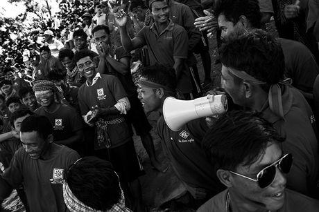 Tung bung le hoi nuoc Bon Om Touk hut du khach o Campuchia - Anh 9