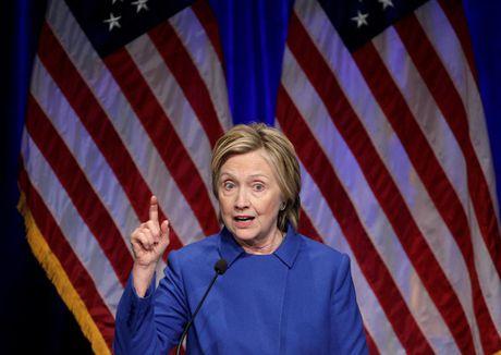 Ba Hillary Clinton buon ba trong lan tai xuat - Anh 2