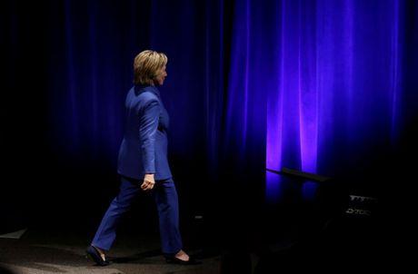 Ba Hillary Clinton buon ba trong lan tai xuat - Anh 7