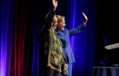 Ba Hillary Clinton buon ba trong lan tai xuat - Anh 8