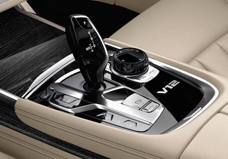 Sieu xe sang the thao BMW M760i xDrive 'chot gia' 3,4 ty - Anh 7