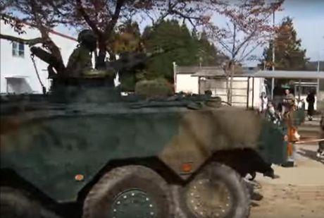 Xe boc thep Type 96 roi banh khi chay, Nhat Ban 'xau ho' - Anh 1