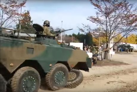 Xe boc thep Type 96 roi banh khi chay, Nhat Ban 'xau ho' - Anh 3