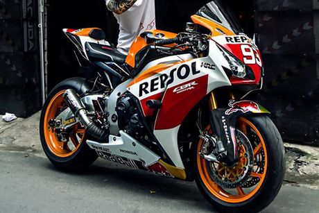 Can canh sieu moto Honda CBR1000RR do 'khung' tai VN - Anh 11