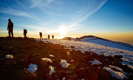 Ngam cung duong leo nui Kilimanjaro dep ngo ngang - Anh 1