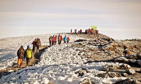 Ngam cung duong leo nui Kilimanjaro dep ngo ngang - Anh 3