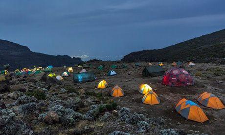 Ngam cung duong leo nui Kilimanjaro dep ngo ngang - Anh 5