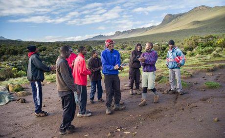Ngam cung duong leo nui Kilimanjaro dep ngo ngang - Anh 8