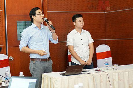 Nhom tac gia san pham di dong 'toat mo hoi' bao ve Chung khao Nhan tai Dat Viet 2016 - Anh 10