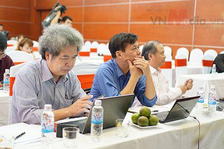 Nhom tac gia san pham di dong 'toat mo hoi' bao ve Chung khao Nhan tai Dat Viet 2016 - Anh 2