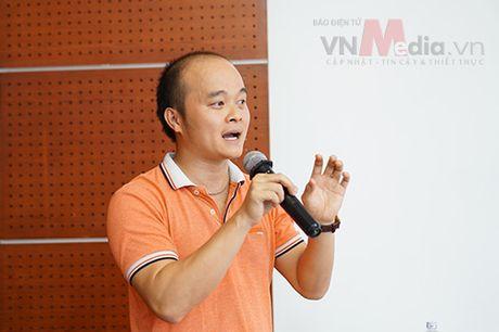 Nhom tac gia san pham di dong 'toat mo hoi' bao ve Chung khao Nhan tai Dat Viet 2016 - Anh 6